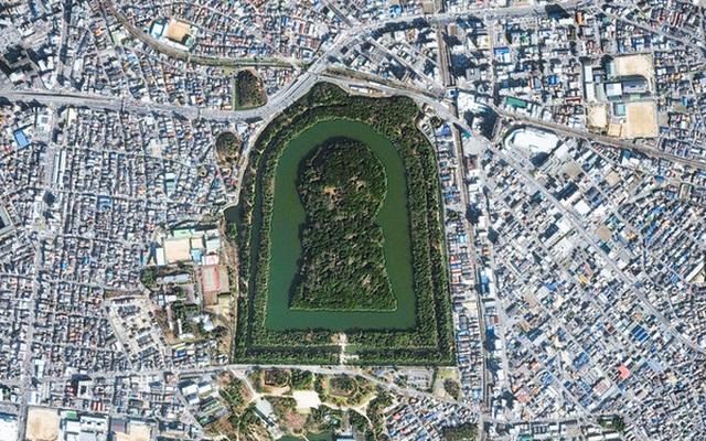 Thăm khu lăng mộ của Thiên hoàng thần thoại Nhật Bản - 1