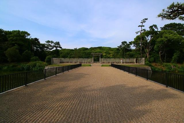 Thăm khu lăng mộ của Thiên hoàng thần thoại Nhật Bản - 5