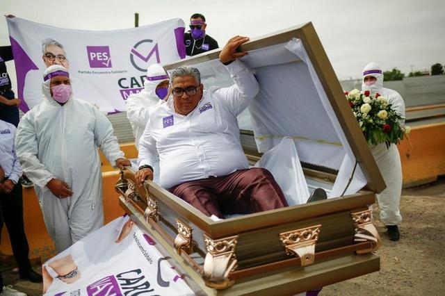 Chính trị gia Mexico vận động tranh cử từ trong quan tài - 1