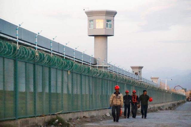 Trung Quốc tuyên án tử hình 2 cựu quan chức Tân Cương - 1