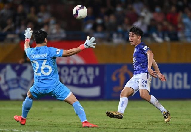 CLB Hà Nội 0-1 CLB Viettel: Trọng Hoàng ghi bàn, Quang Hải kém duyên - 14