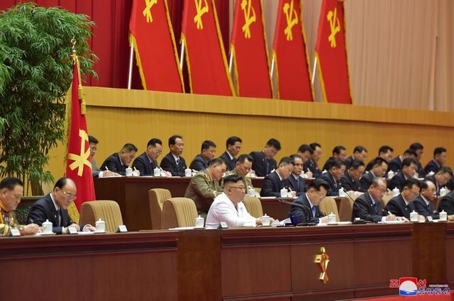 Ông Kim Jong-un: Triều Tiên đang đối mặt tình hình tồi tệ nhất - 7