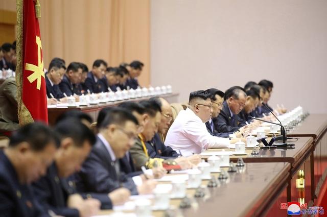 Ông Kim Jong-un: Triều Tiên đang đối mặt tình hình tồi tệ nhất - 4