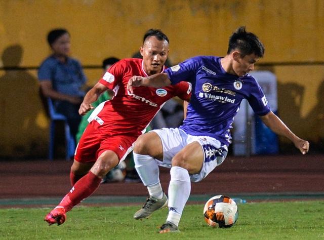 CLB Hà Nội 0-1 CLB Viettel: Trọng Hoàng ghi bàn, Quang Hải kém duyên - 29
