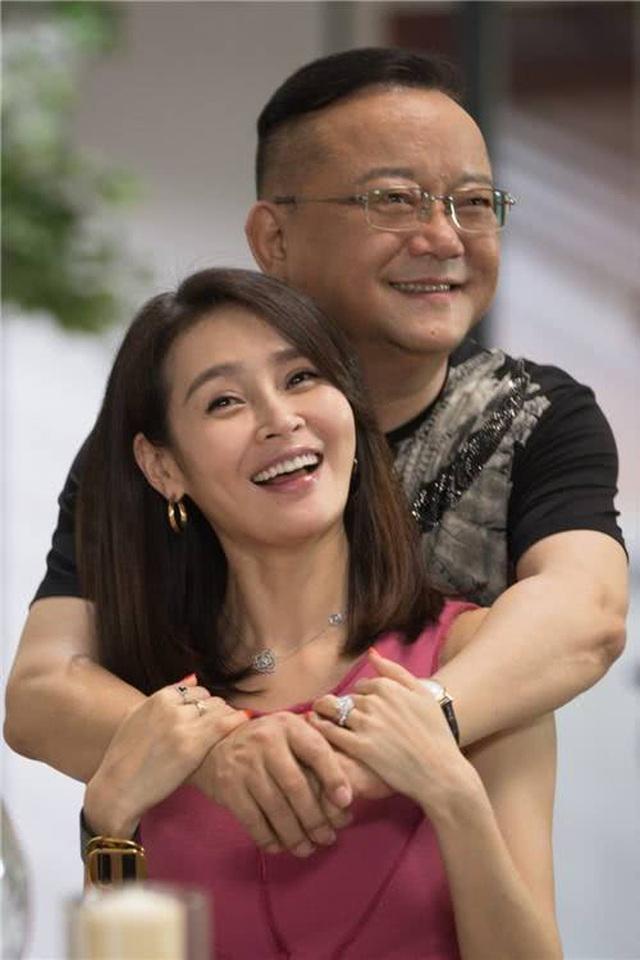 Hòa Thân Vương Cương: 3 đời vợ mới tìm được hạnh phúc bên fan kém 20 tuổi - 6