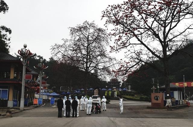 Sau khi xử phạt, số công dân nói trên đã được Công an tỉnh Nghệ An phối hợp với lực lượng chức năng Việt Nam trao trả 53 người này về Trung Quốc.