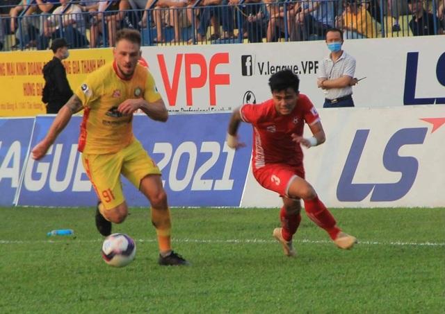 Thắng đậm Hải Phòng, Thanh Hóa vượt mặt CLB Hà Nội trên bảng xếp hạng - 2