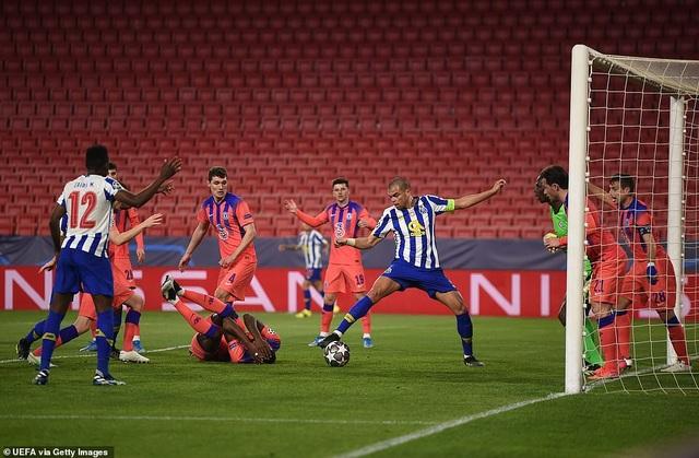 Vượt qua cú sốc, Chelsea đặt một chân vào bán kết Champions League - 4