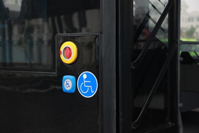 Xe buýt điện của tỷ phú Phạm Nhật Vượng chính thức lăn bánh - 4