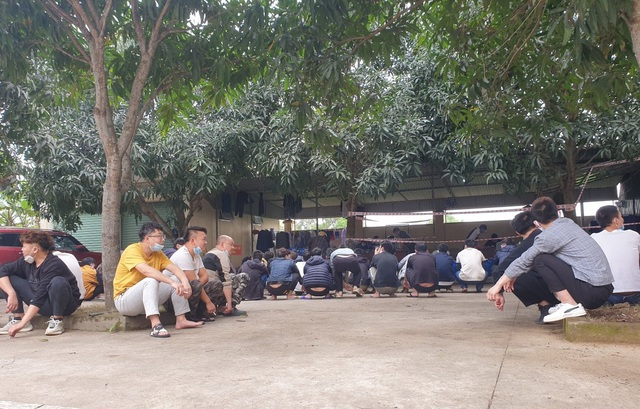 53 người Trung Quốc nhập cảnh trái phép vào Việt Nam bị bât và được Công an tỉnh Nghệ An xử phạt 210 triệu đồng.