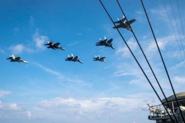 Tàu sân bay Mỹ diễn tập với tiêm kích Su-30 Malaysia trên Biển Đông - 1