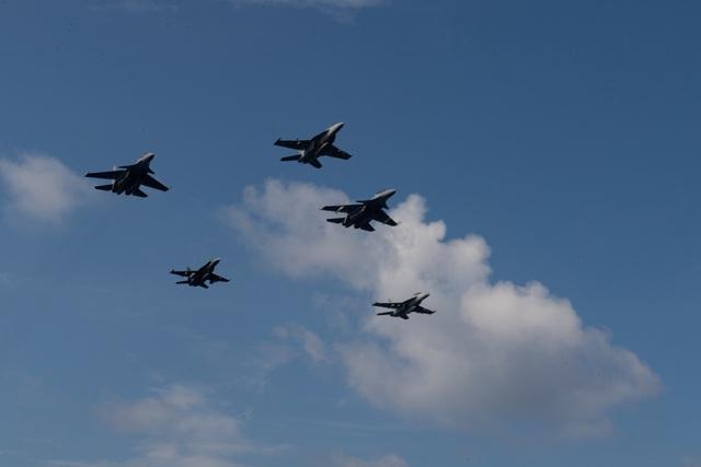 Tàu sân bay Mỹ diễn tập với tiêm kích Su-30 Malaysia trên Biển Đông - 3