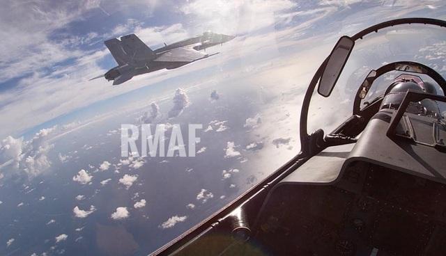 Tàu sân bay Mỹ diễn tập với tiêm kích Su-30 Malaysia trên Biển Đông - 6