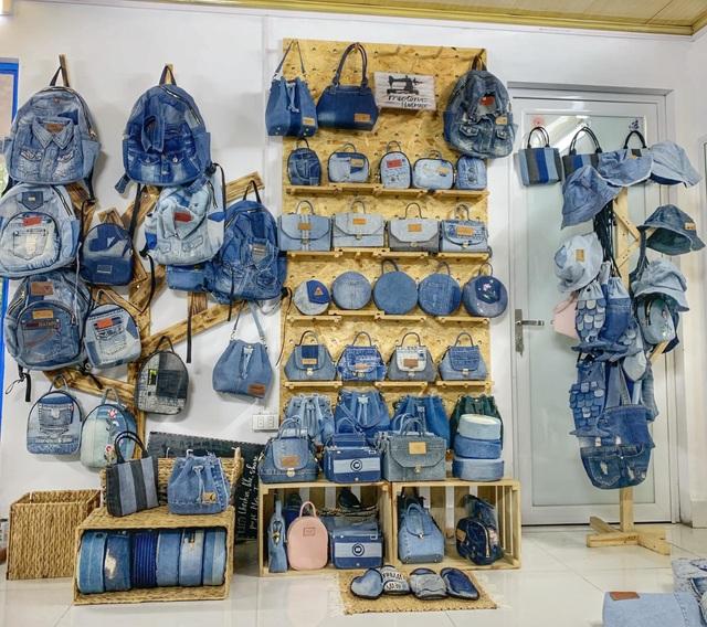 Quần jeans cũ được lên đời thành những chiếc túi xách vạn người mê - 2