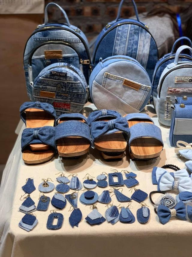 Quần jeans cũ được lên đời thành những chiếc túi xách vạn người mê - 5