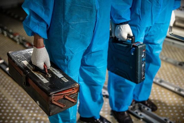 Công việc đặc biệt của thợ lau điều hòa máy bay - 6