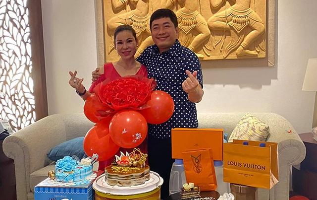 Hôn nhân kín tiếng của Kinh Quốc và người vợ đại gia vừa vướng vòng lao lý - 3