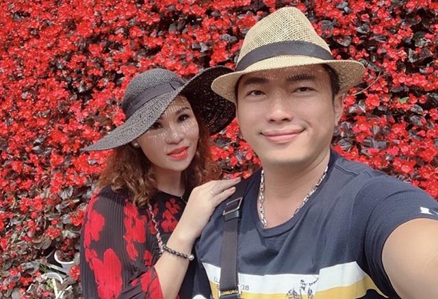 Hôn nhân kín tiếng của Kinh Quốc và người vợ đại gia  - 1