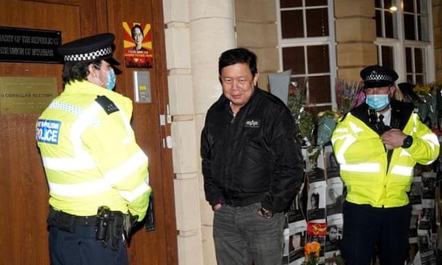Đại sứ Myanmar tại Anh bị cấp phó cấm cửa vào văn phòng - 2