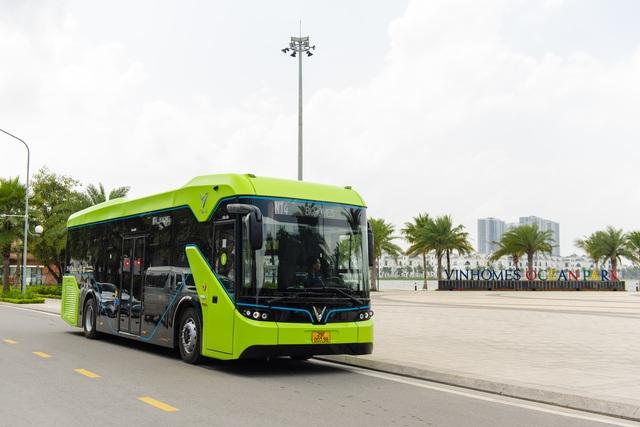 Xe buýt điện của tỷ phú Phạm Nhật Vượng chính thức lăn bánh - 7