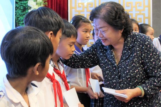 Nhiều học sinh dân tộc thiểu số trưởng thành nhờ học bổng Vừ A Dính  - 3