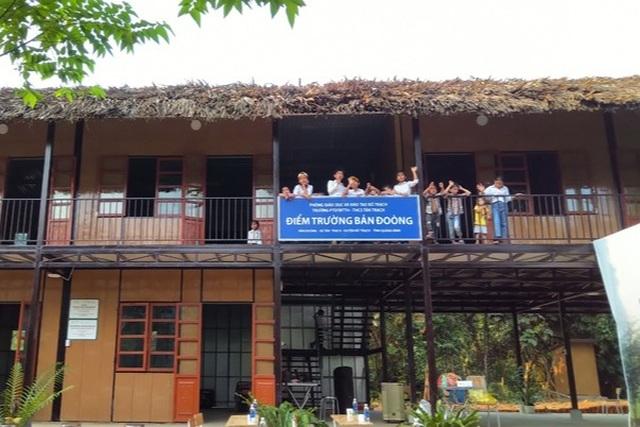 Học sinh nghèo bản Đoòng vui mừng có trường học mới - 1