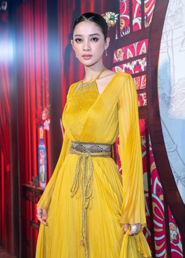 Phương Thanh tiết lộ phải độn ngực phì nhiêu để vào vai Tú Bà - 1