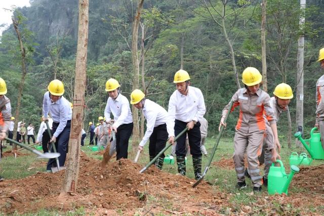 Tổng công ty Điện lực miền Bắc hưởng ứng Lễ trồng cây trên các Con đường du lịch hoài niệm các di tích Quốc gia - 4