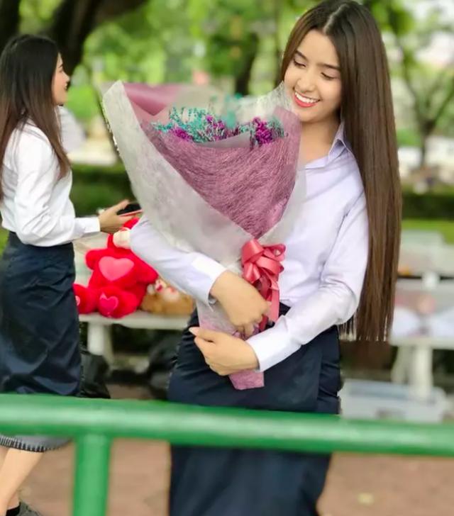 Nhan sắc ngọt ngào của tân Hoa hậu Thế giới Lào - 9