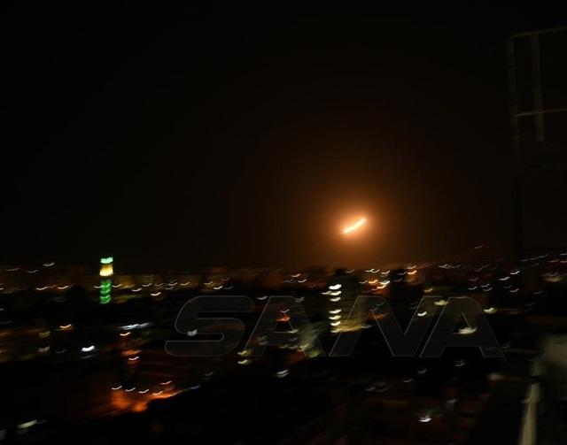 Syria tố Israel nã tên lửa tấn công, thủ đô Damascus rung chuyển - 1