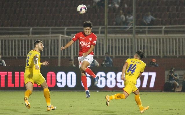 Lee Nguyễn ghi bàn giúp CLB TPHCM thắng đậm SL Nghệ An - 8