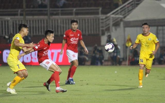 Lee Nguyễn ghi bàn giúp CLB TPHCM thắng đậm SL Nghệ An - 4