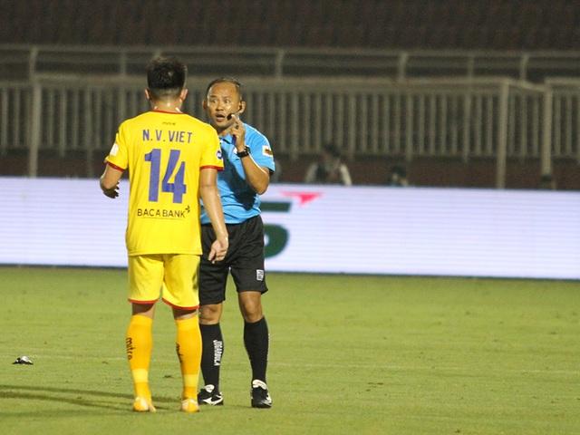 Lee Nguyễn ghi bàn giúp CLB TPHCM thắng đậm SL Nghệ An - 7