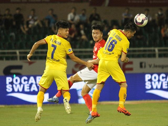 Lee Nguyễn ghi bàn giúp CLB TPHCM thắng đậm SL Nghệ An - 9