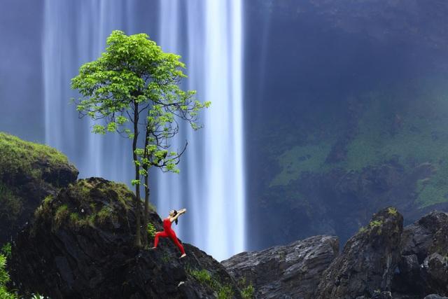 Màn trình diễn của giáo viên yoga 9x giữa khu bảo tồn tuyệt đẹp ở Gia Lai - 2
