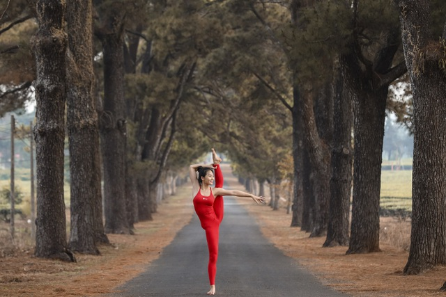 Màn trình diễn của giáo viên yoga 9x giữa khu bảo tồn tuyệt đẹp ở Gia Lai - 4
