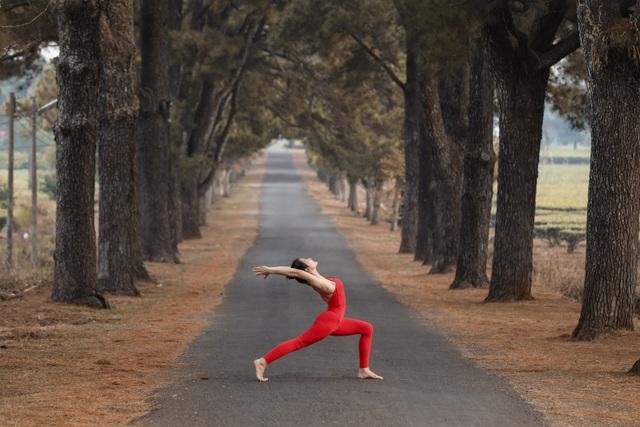 Màn trình diễn của giáo viên yoga 9x giữa khu bảo tồn tuyệt đẹp ở Gia Lai - 5