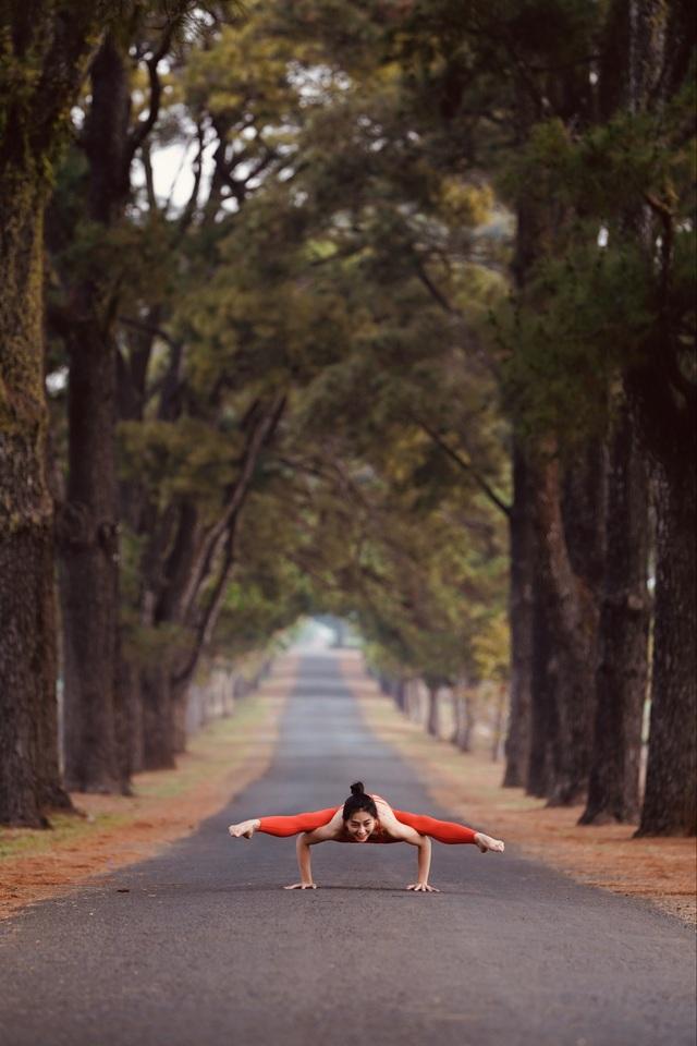 Màn trình diễn của giáo viên yoga 9x giữa khu bảo tồn tuyệt đẹp ở Gia Lai - 6