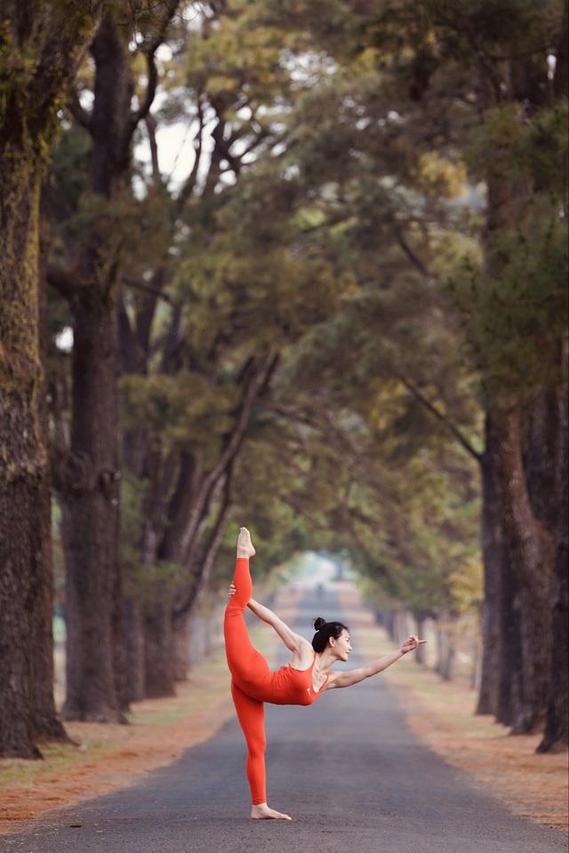 Màn trình diễn của giáo viên yoga 9x giữa khu bảo tồn tuyệt đẹp ở Gia Lai - 7