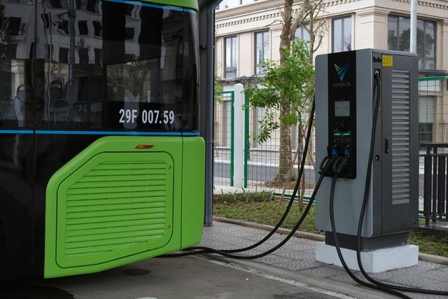 Xe buýt điện VinBus chạy thử nghiệm trên phố Hà Nội, bắt đầu với 3 tuyến - 3