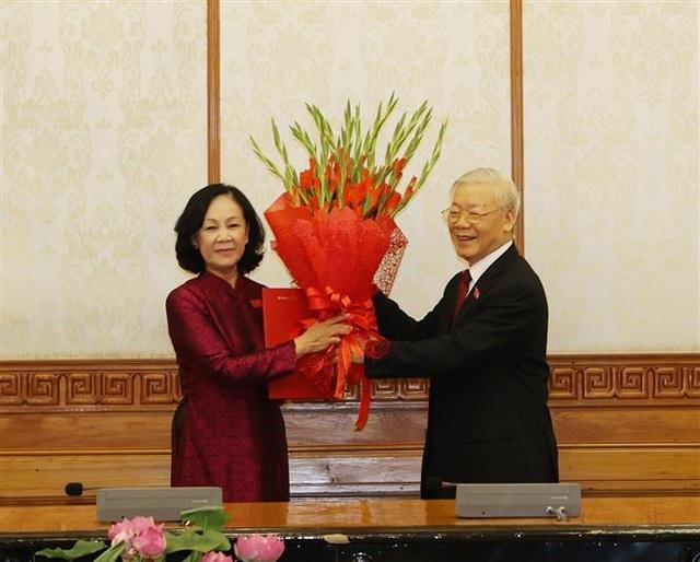 Bộ Chính trị phân công công tác với 1 Ủy viên Bộ Chính trị, 1 Bí thư TƯ - 1