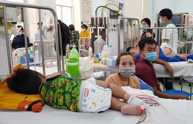 Bước vào cuộc chiến với tay chân miệng, nhiều trẻ bị biến chứng thần kinh - 4