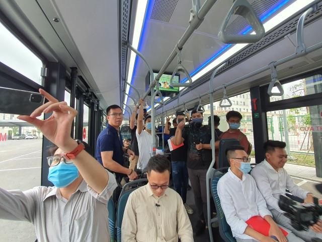 Xe buýt điện của tỷ phú Phạm Nhật Vượng chính thức lăn bánh - 3