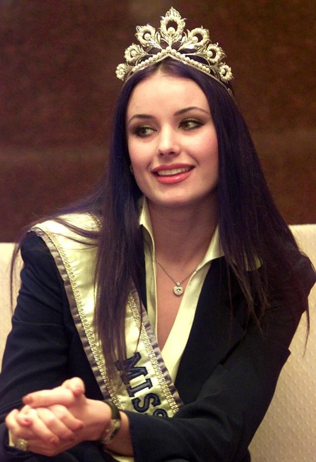 Hoa hậu Hoàn vũ duy nhất từng bị truất ngôi giờ ra sao? - 6