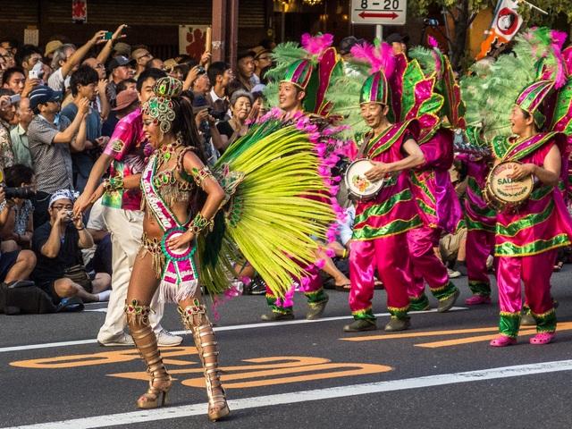 Hòa mình vào vũ điệu samba sôi động trên đường phố Tokyo - 2