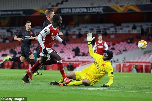 Man Utd mở toang cửa vào bán kết, Arsenal sảy chân đáng tiếc - 6