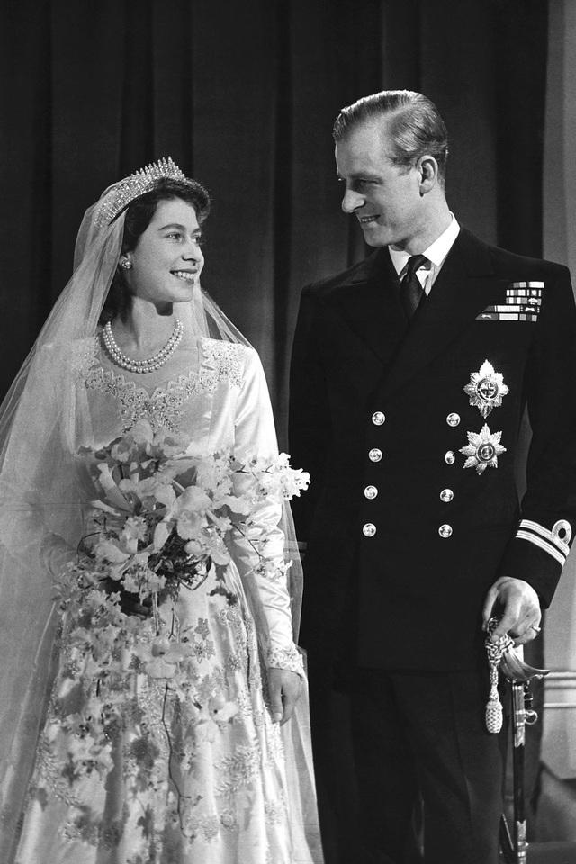 Nữ hoàng Elizabeth II và Hoàng thân Philip: Những khoảnh khắc đẹp nhất - 2
