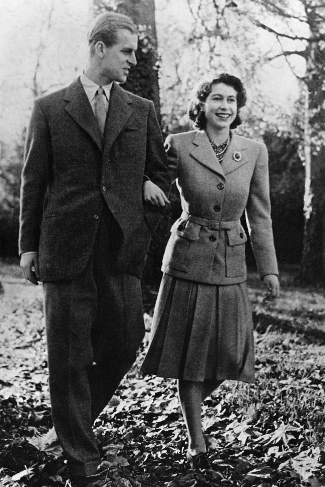 Nữ hoàng Elizabeth II và Hoàng thân Philip: Những khoảnh khắc đẹp nhất - 3