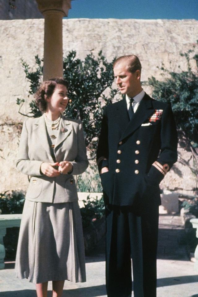 Nữ hoàng Elizabeth II và Hoàng thân Philip: Những khoảnh khắc đẹp nhất - 4