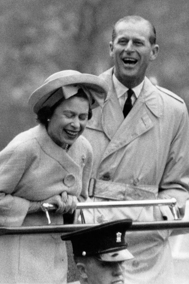 Nữ hoàng Elizabeth II và Hoàng thân Philip: Những khoảnh khắc đẹp nhất - 11